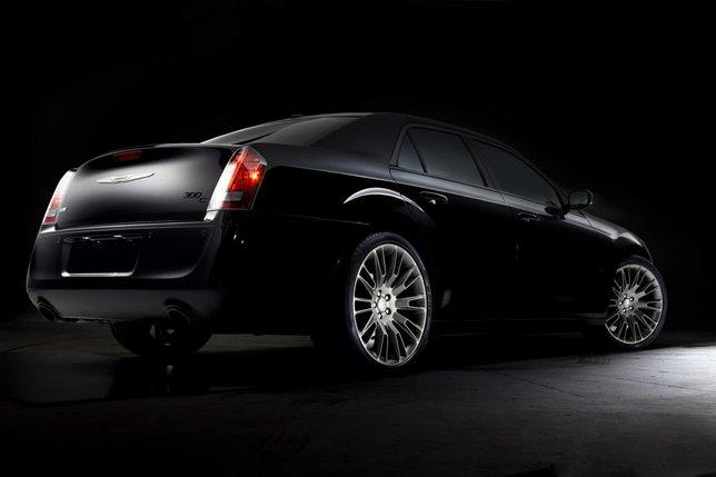 2014 chrysler 300c john Mroczny rycerz   Chrysler 300C John Varvatos