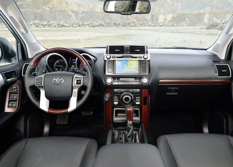 Toyota Land Cruiser 2014 800x600 wallpaper 2c Debiut Land Cruisera po 150 zmianach