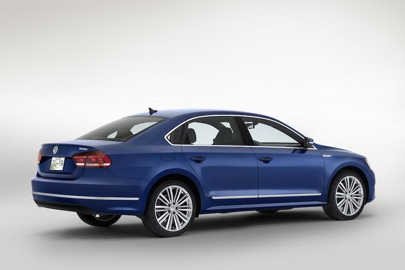 VW Passat BlueMotion Concept Rear Angle Nowy i oszczędniejszy VW Passat BlueMotion