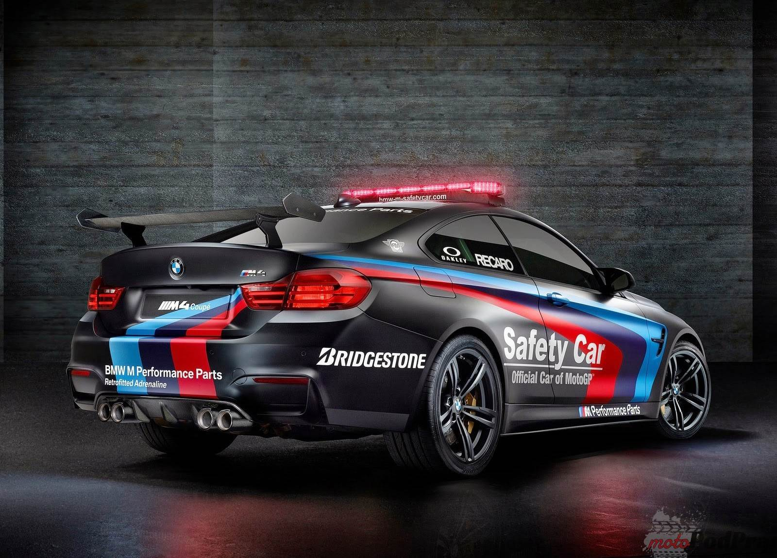 2015 BMW M4 Coupe MotoGP Safety Car 2 BMW M4 nowym safety carem