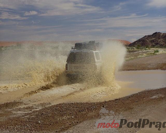 Jeep wyciągarka 2 Wciągarka, snorkel, trapy – Jak wyposażyć samochód rajdowy?