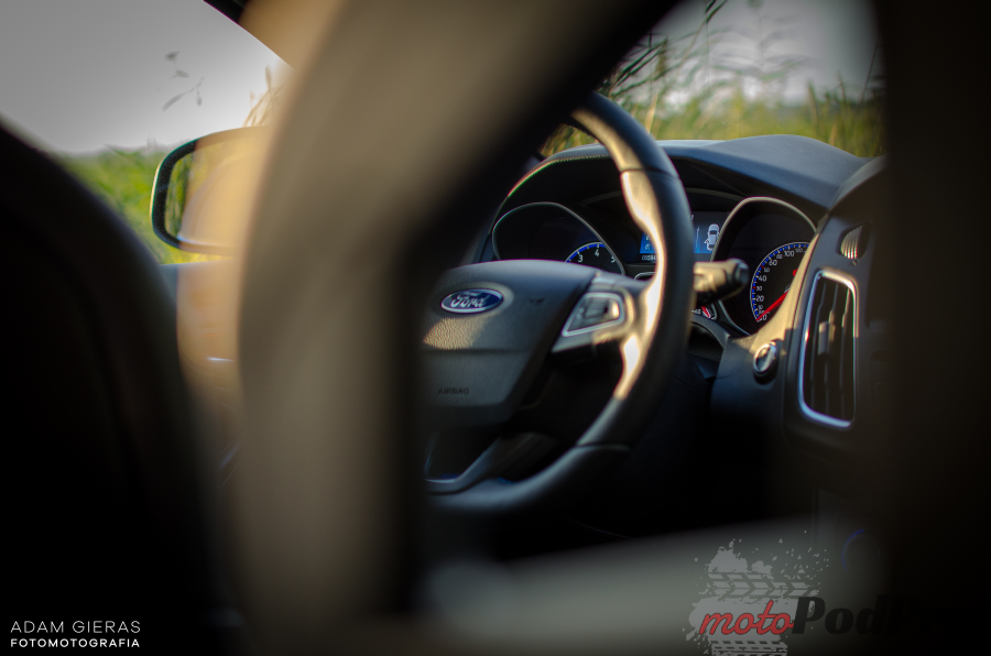 wnętrze Test: Ford Focus RS   poczuj się jak Colin McRae