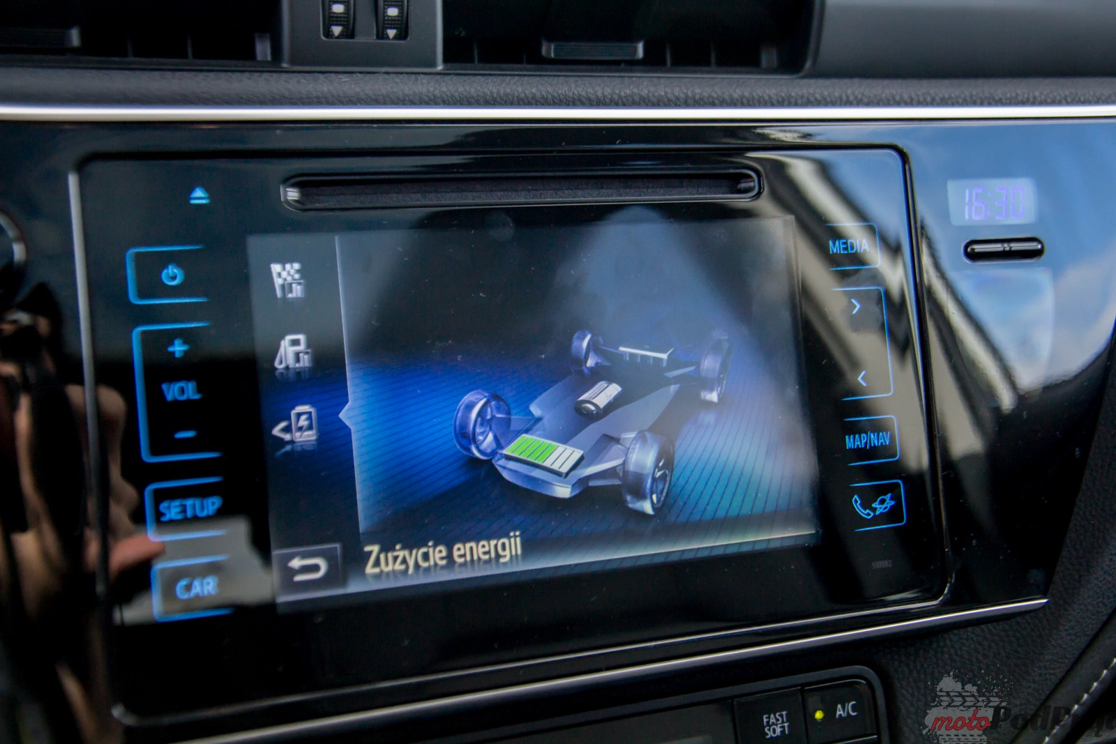 Test Toyota Auris Hybrid – popija benzynę przez słomkę 10 Test: Toyota Auris Hybrid – popija benzynę przez słomkę
