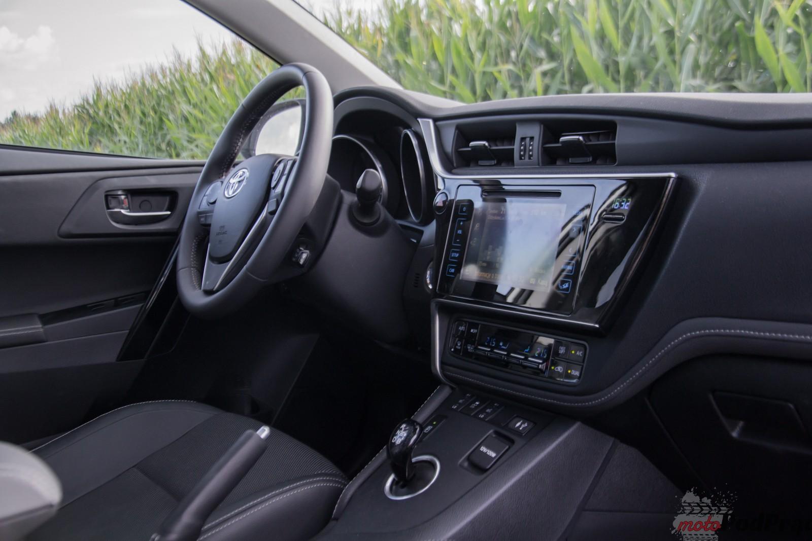 Test Toyota Auris Hybrid – popija benzynę przez słomkę 13 Test: Toyota Auris Hybrid – popija benzynę przez słomkę