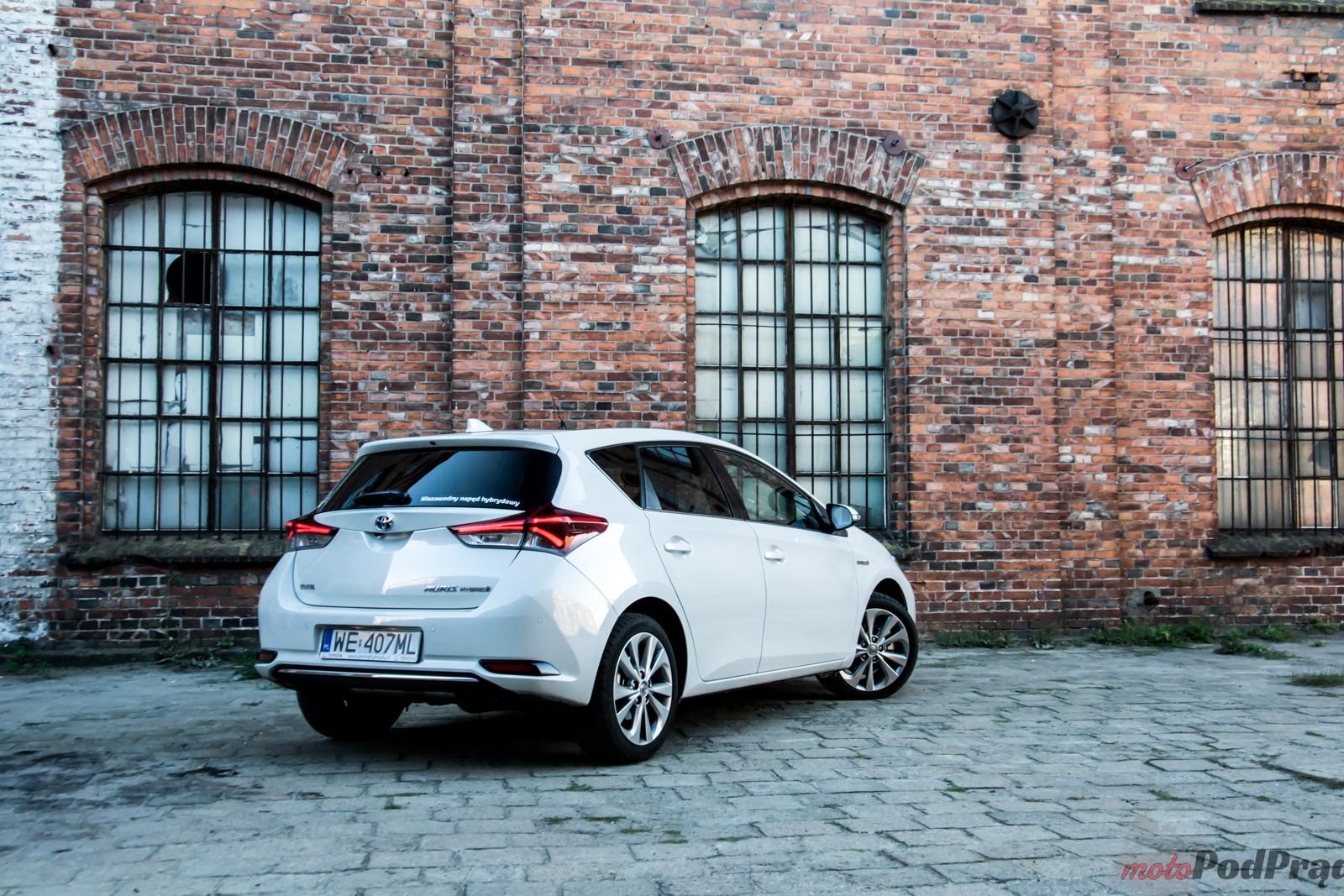 Test Toyota Auris Hybrid – popija benzynę przez słomkę 18 Test: Toyota Auris Hybrid – popija benzynę przez słomkę
