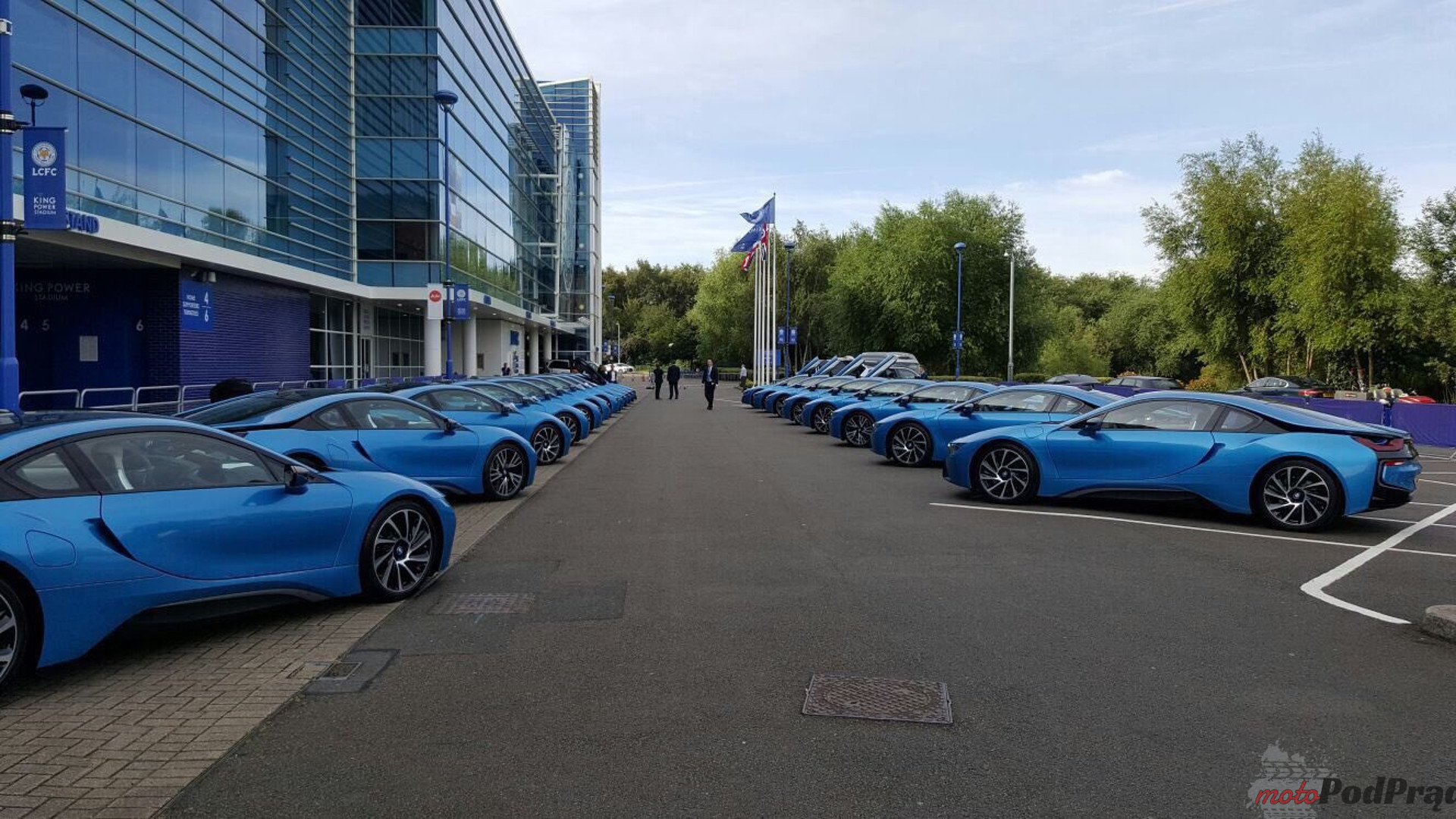 leicester-city-players-gifted-bmw-i8s