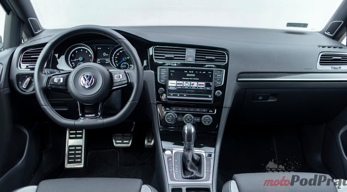 VW golf R 1 Test: Volkswagen Golf R Variant   niecodzienne kombi