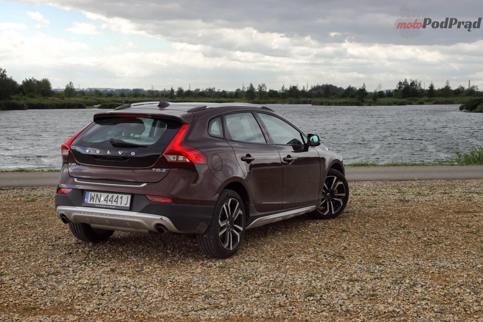 Volvo V40 CC 5 Test: Volvo V40 T5 AWD Cross Country – mocny, uterenowiony hatchback