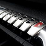 peugeot 5008 kokpit przyciski 150x150 Test: Peugeot 5008 Allure 1.6 THP   indywidualista na przekór...