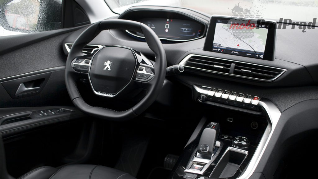 peugeot 5008 kokpit wnętrze 1024x576 Test: Peugeot 5008 Allure 1.6 THP   indywidualista na przekór...