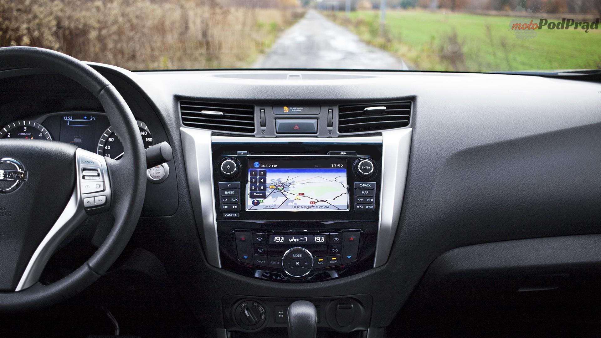 nissan navara kokpit Porównanie: Nissan Navara NP300 2.3 dCI kontra Mitsubishi L200 2.4D Monster