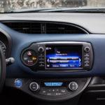 toyota yaris hybrydowa hybrid 2017 selection ekran radio kokpit 150x150 Test: Toyota Yaris Hybrid Selection   chłodna kalkulacja?