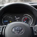toyota yaris hybrydowa hybrid 2017 selection kierownica kokpit guziki 150x150 Test: Toyota Yaris Hybrid Selection   chłodna kalkulacja?