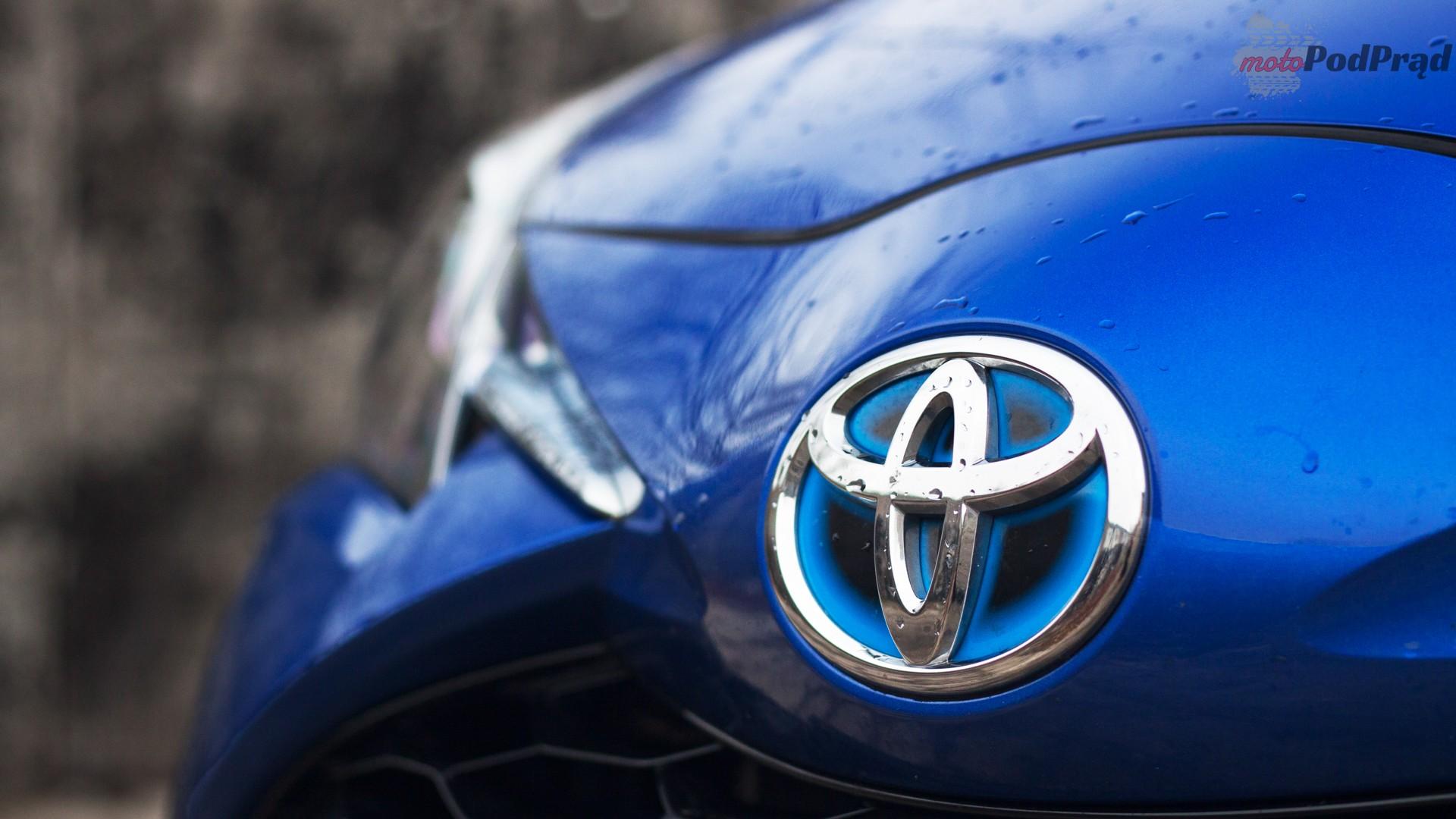 toyota yaris hybrydowa hybrid 2017 selection maska znaczek logo Test: Toyota Yaris Hybrid Selection   chłodna kalkulacja?