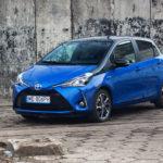 toyota yaris hybrydowa hybrid 2017 selection półprofil maska bok niebieska 150x150 Test: Toyota Yaris Hybrid Selection   chłodna kalkulacja?