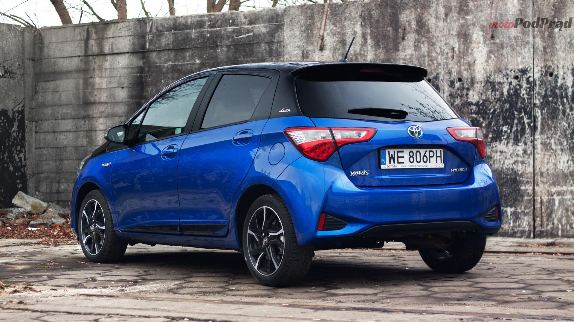 toyota yaris hybrydowa hybrid 2017 selection półprofil tył niebieska Test: Toyota Yaris Hybrid Selection   chłodna kalkulacja?