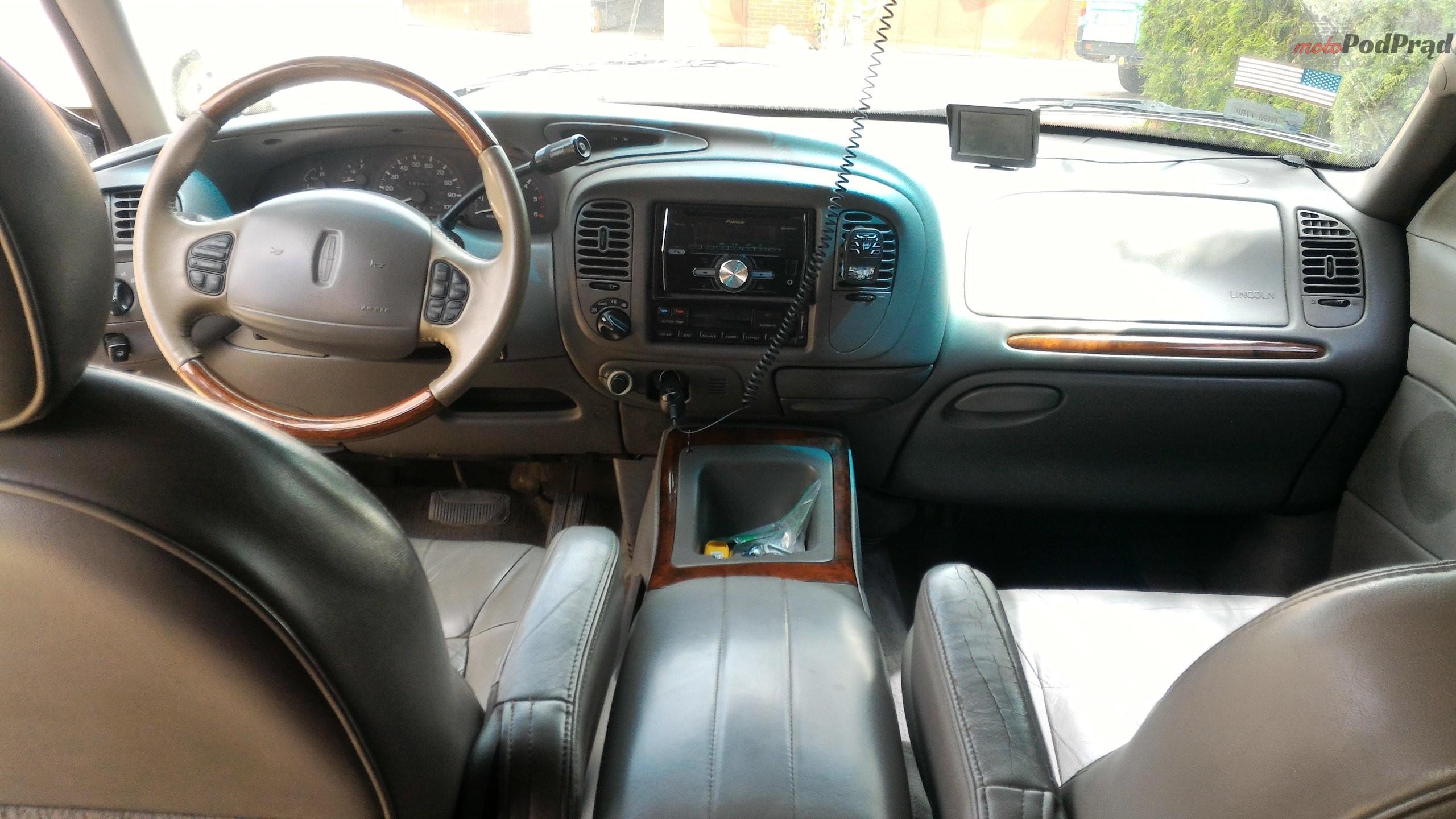 nav2 Znalezione: Lincoln Navigator. Rodzinnie z V8.