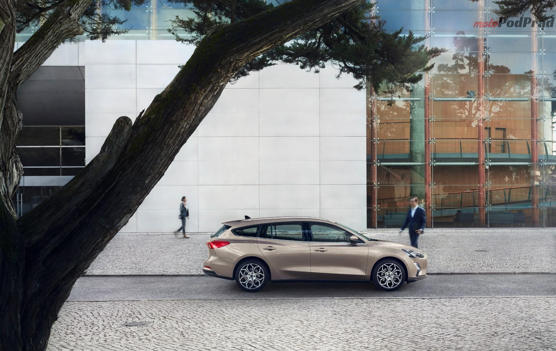 FORD 2018 FOCUS TITANIUM  01 min Po 8 latach Ford prezentuje nowego Focusa