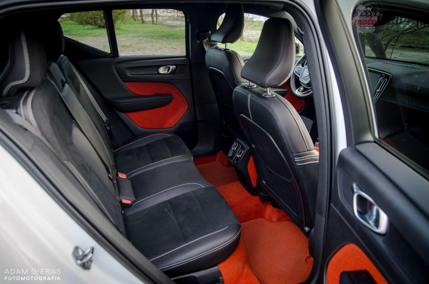 volvoxc40 wnętrze 9 Test: Volvo XC40 R Design D4 190 KM AWD   małolat