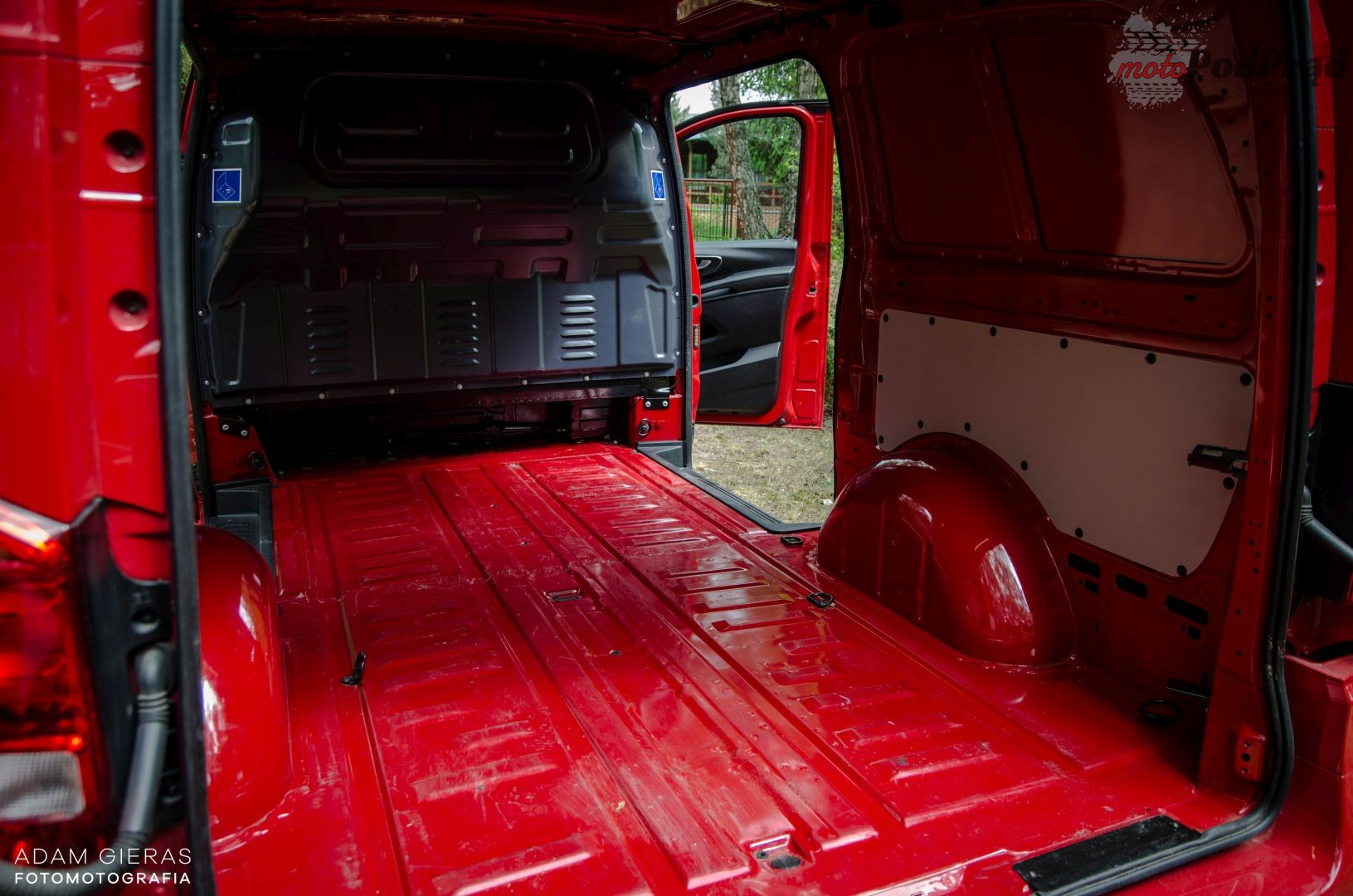 vito 1 Test: Mercedes Vito furgon 111 CDI 4×2 –  w czerwieni mu do twarzy