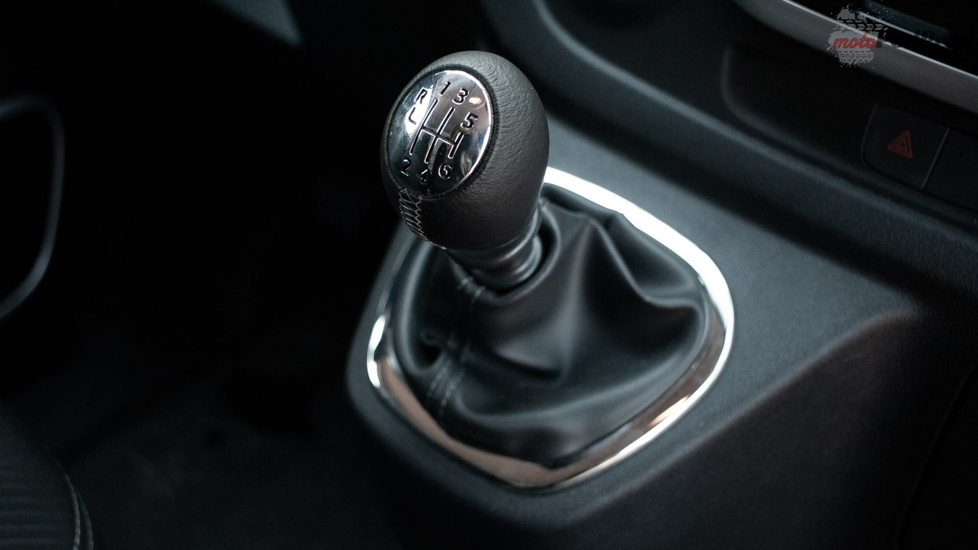 renault trafic 5 Test: Renault Trafic furgon z zabudową Renault Tech – mobilny serwis