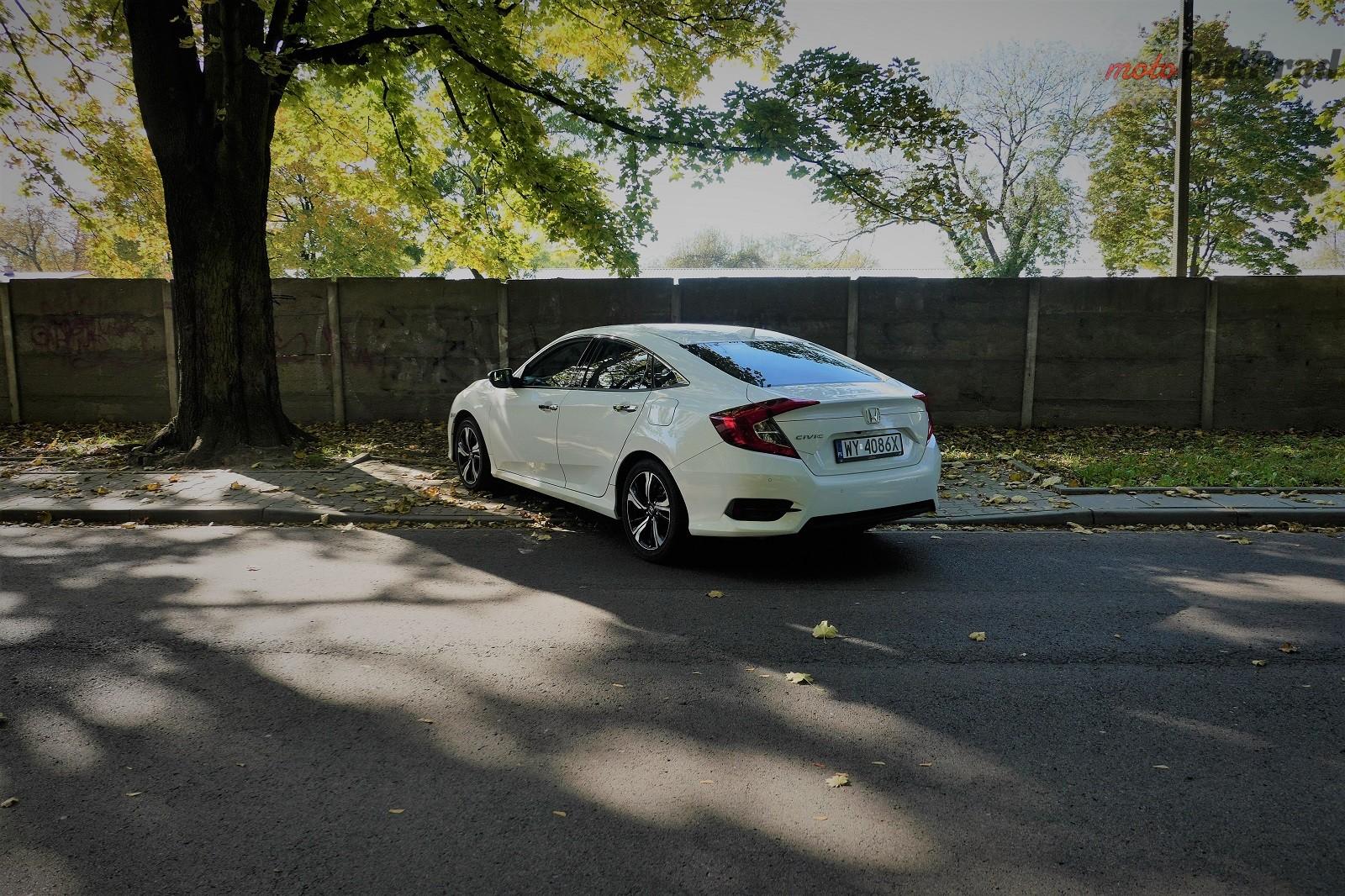Honda Civix X Sedan 26 10 rzeczy, które zaskakują w Hondzie Civic