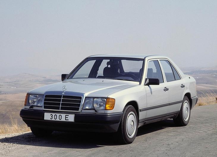 mercedes benz w124 Wcale nie jest łatwo kupić prawie youngtimera...