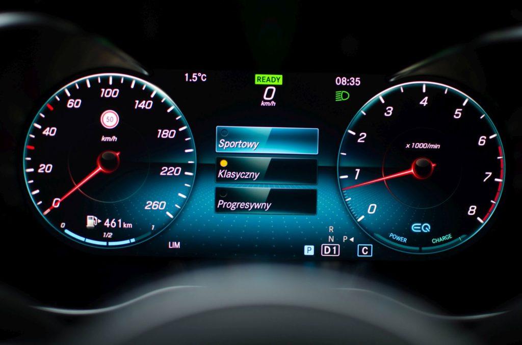 Mercedes Cklasa 13 1024x678 Test: Mercedes C 200 4MATIC EQ Boost   komforcie, gdzie jesteś?