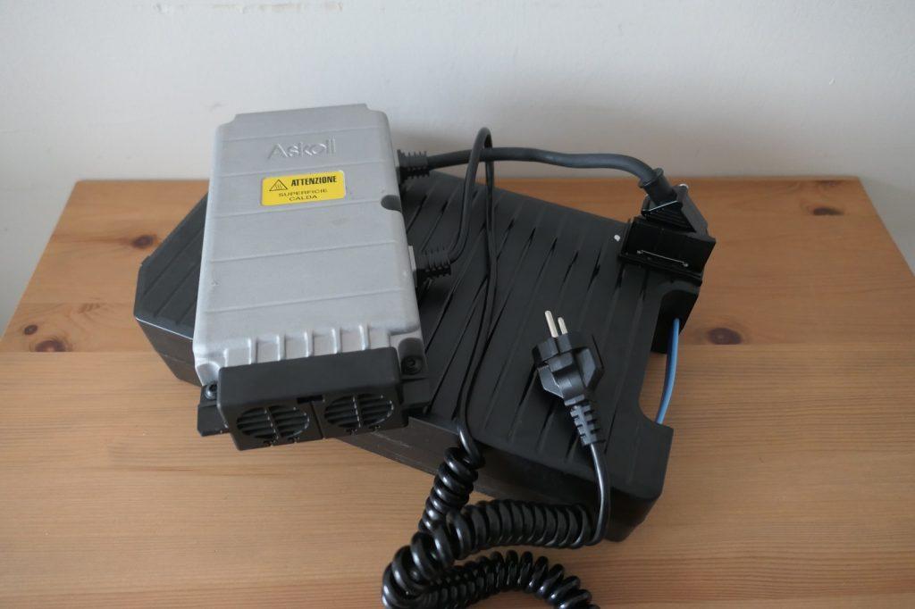 Baterie 1 1024x682 Test skuterów elektrycznych: Askoll ES1 dla niej i ES2 dla niego