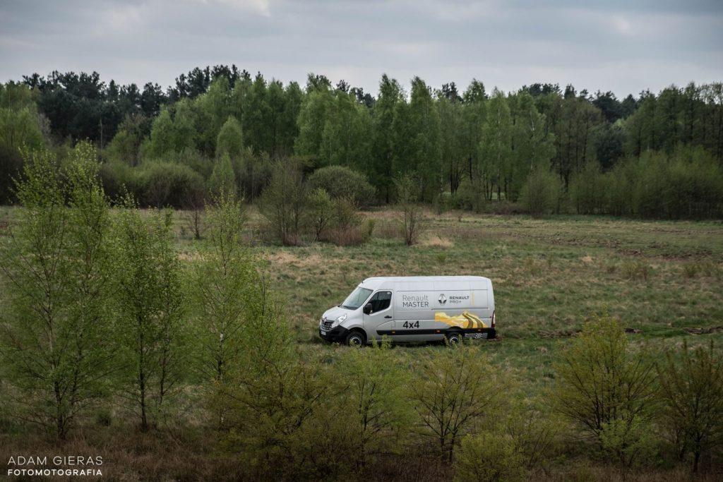 master 1 1024x683 Porównanie: Renault Master vs Volskwagen Crafter – offroadowe starcie dostawczaków