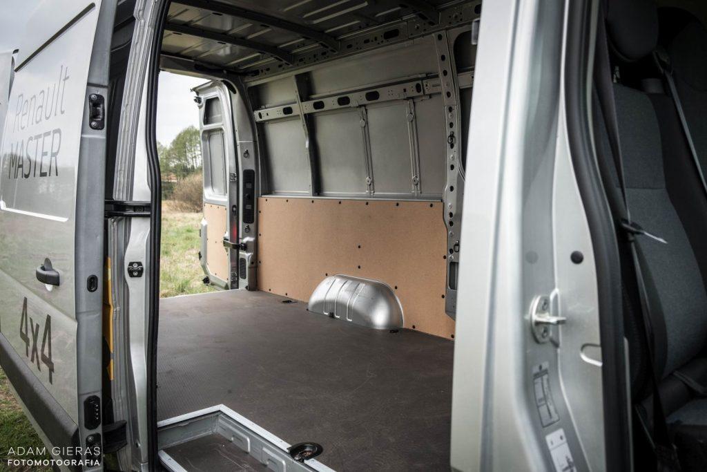 master 12 1024x683 Porównanie: Renault Master vs Volskwagen Crafter – offroadowe starcie dostawczaków