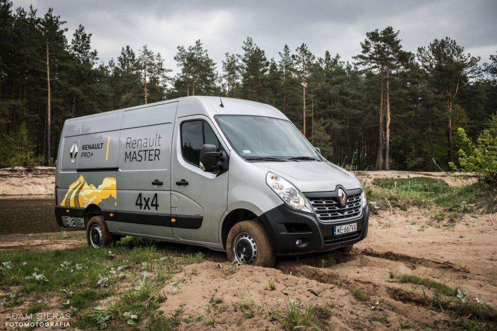 master 6 1024x683 Porównanie: Renault Master vs Volskwagen Crafter – offroadowe starcie dostawczaków