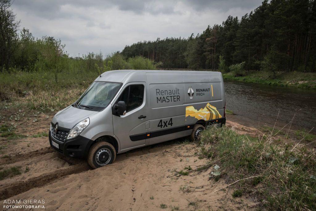 master 8 1024x683 Porównanie: Renault Master vs Volskwagen Crafter – offroadowe starcie dostawczaków