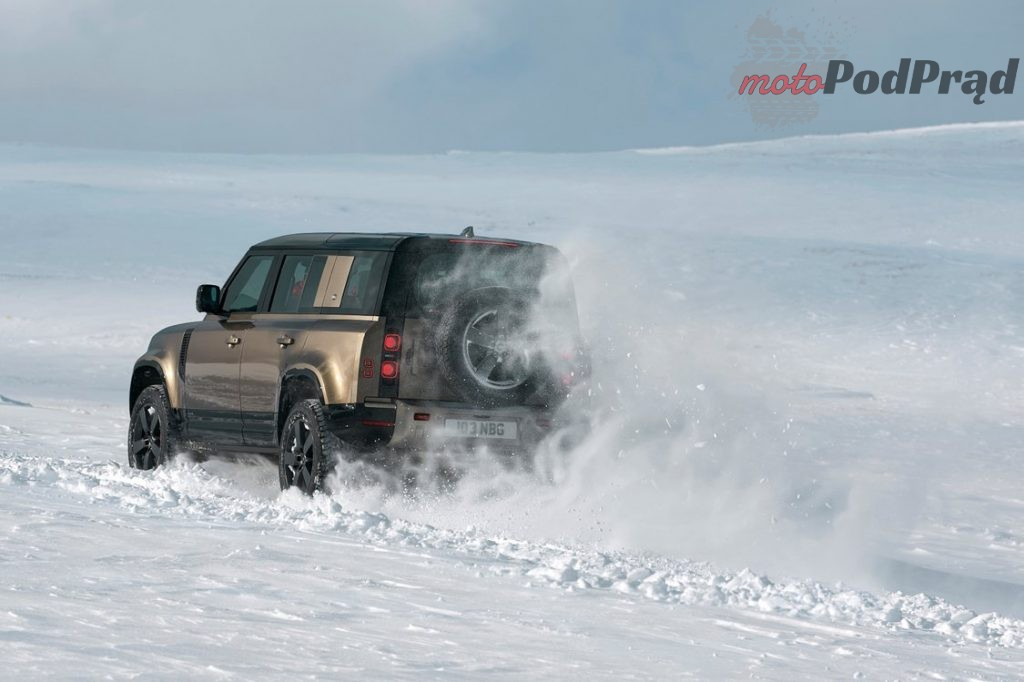 lr def 20my 110 dynamic 9a7aae1075000 1024x682 Wierny legendzie   nowy Land Rover Defender