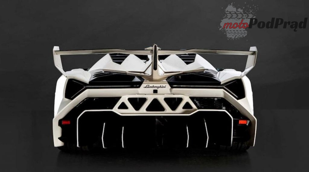 Lamborghini Veneno 3 1024x569 5 letnie Lamborghini sprzedano za ponad 8 mln dolarów