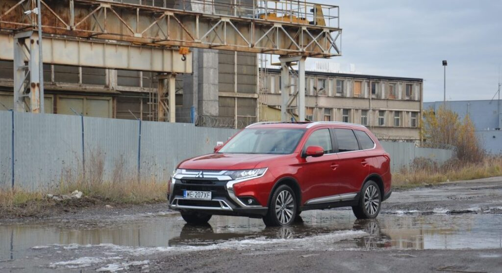 21 e1575365591271 1024x558 Test: Mitsubishi Outlander – bezawaryjność kosztem diesla?