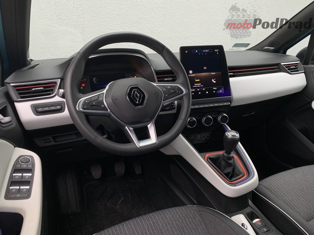 Renault Clio 30 1024x768 Test: Renault Clio   jak piątką strzelić w 10?!