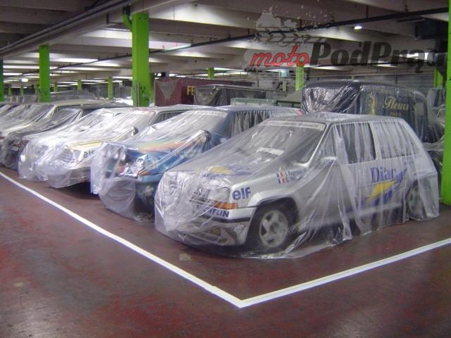 18 2 Tajemniczy garaż zabytkowych Renault