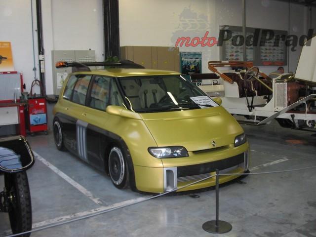 19 2 Tajemniczy garaż zabytkowych Renault
