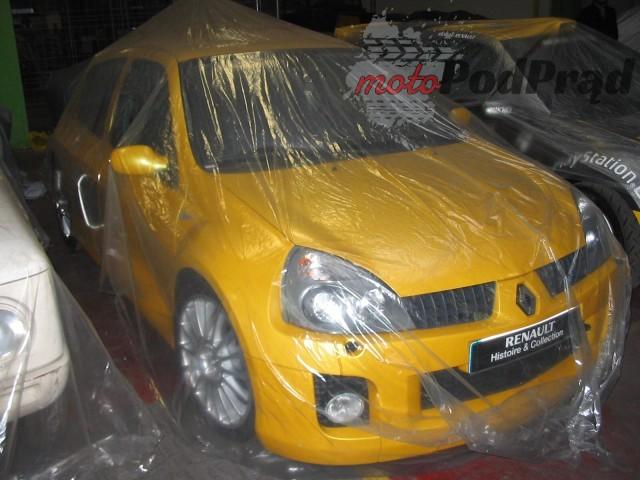 20 2 Tajemniczy garaż zabytkowych Renault