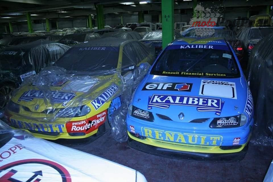 8 4 Tajemniczy garaż zabytkowych Renault