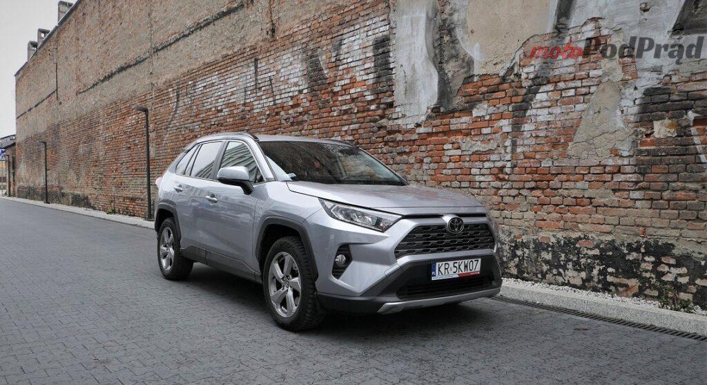 Toyota RAV4 13 1024x557 Odkryj z nami auto: Toyota RAV4 2.0 173 KM