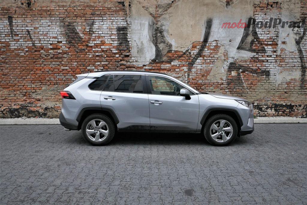 Toyota RAV4 8 1024x683 Odkryj z nami auto: Toyota RAV4 2.0 173 KM