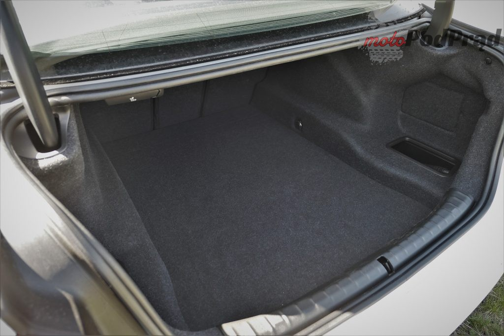 BMW 5 4 1024x682 Odkryj z nami auto: BMW Serii 5 (518d)