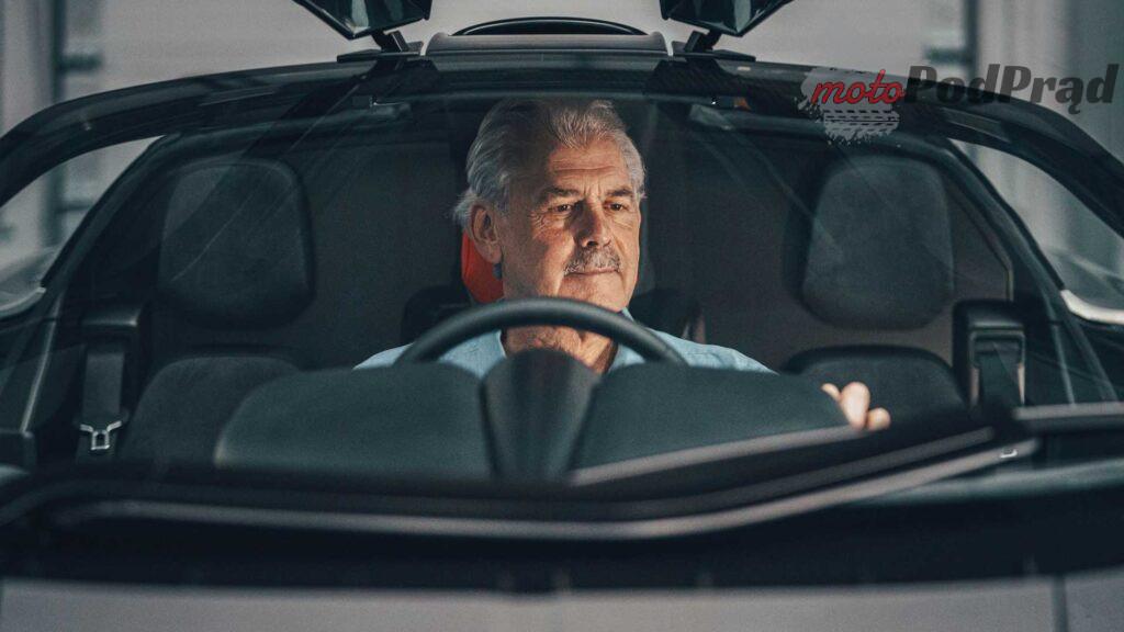 gordon murray automotive t.50 gordon murray behind wheel 1024x576 Gordon Murray T.50   prawdziwy następca McLarena F1