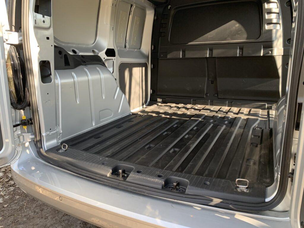 Volkswagen Caddy 27 1024x768