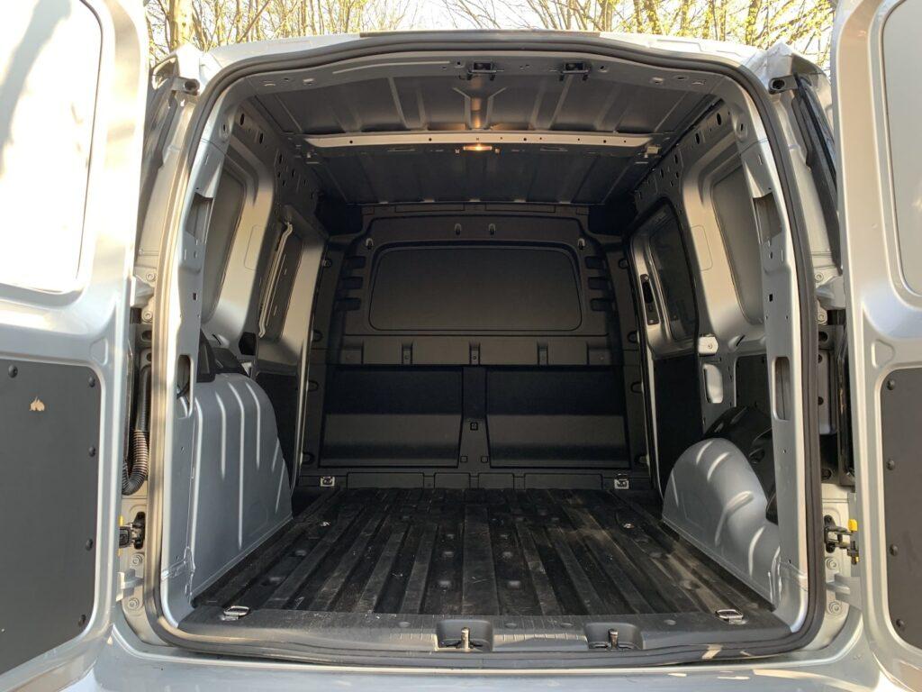 Volkswagen Caddy 28 1024x768