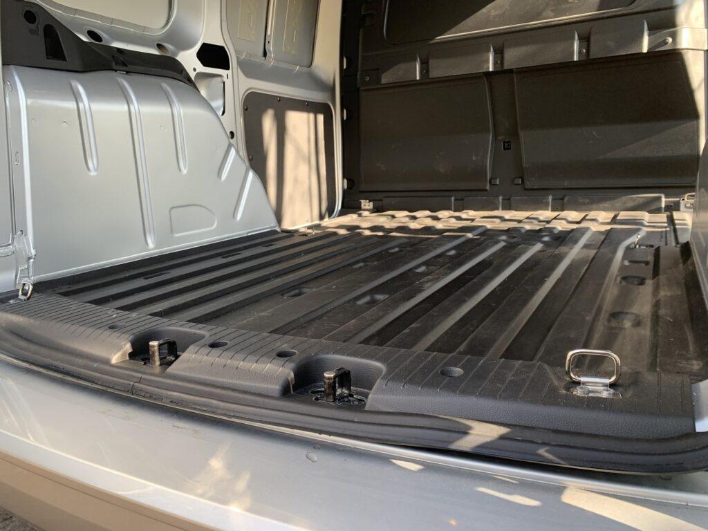 Volkswagen Caddy 33 1024x768
