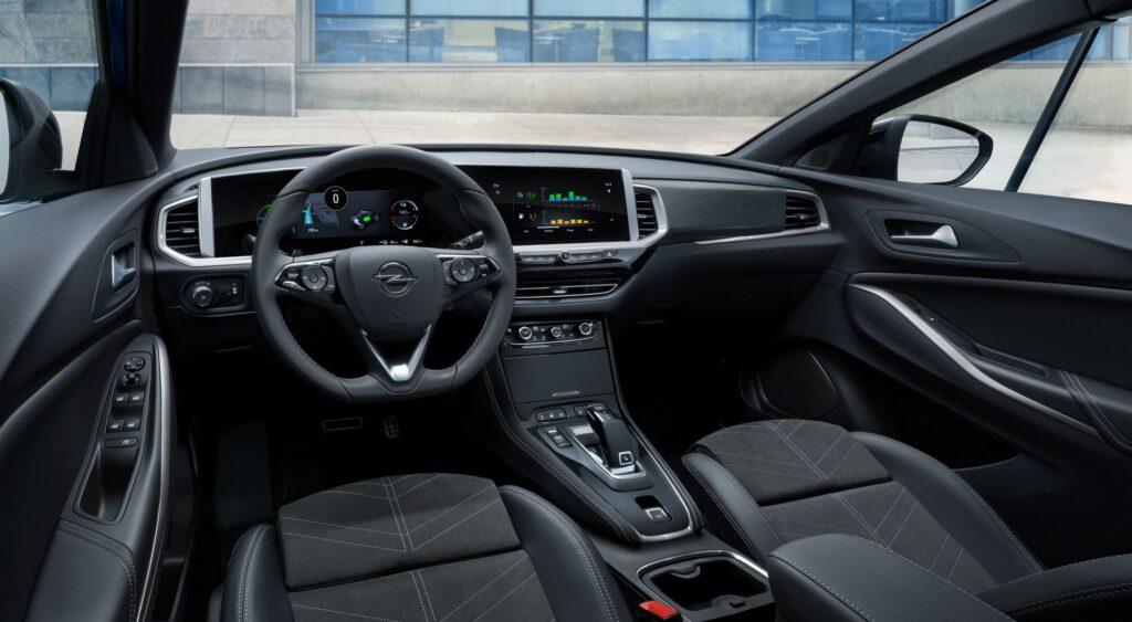 11 Opel Grandland Hybrid4 515799 1024x563