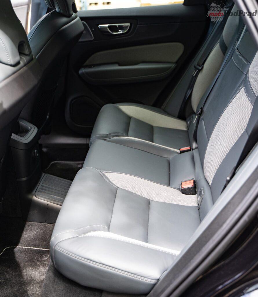Volvo XC60 T8 Recharge 9 891x1024